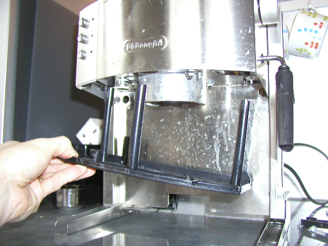 Delonghi Magnifica Coffee Maker Leaking Water : Delonghi EC710 Coffee Maker Disassembly and Repair